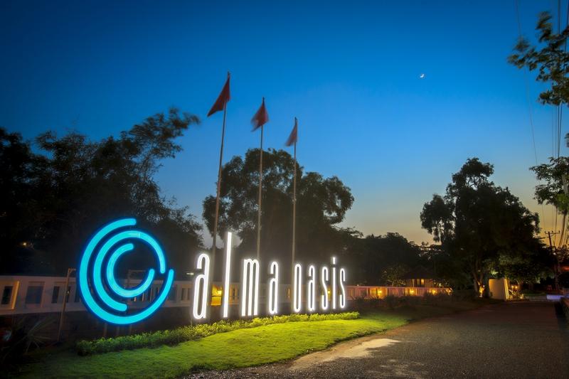 Anoasis resort nhìn từ không gian bên ngoài cổng