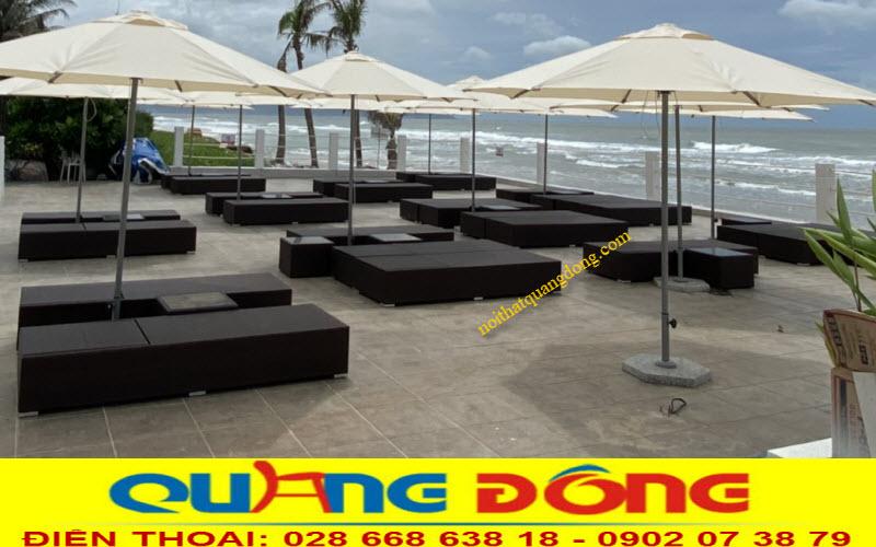 Ghế nằm hồ bơi giả mây cung cấp cho Blue Sapphire Resort cao cấp vũng tàu