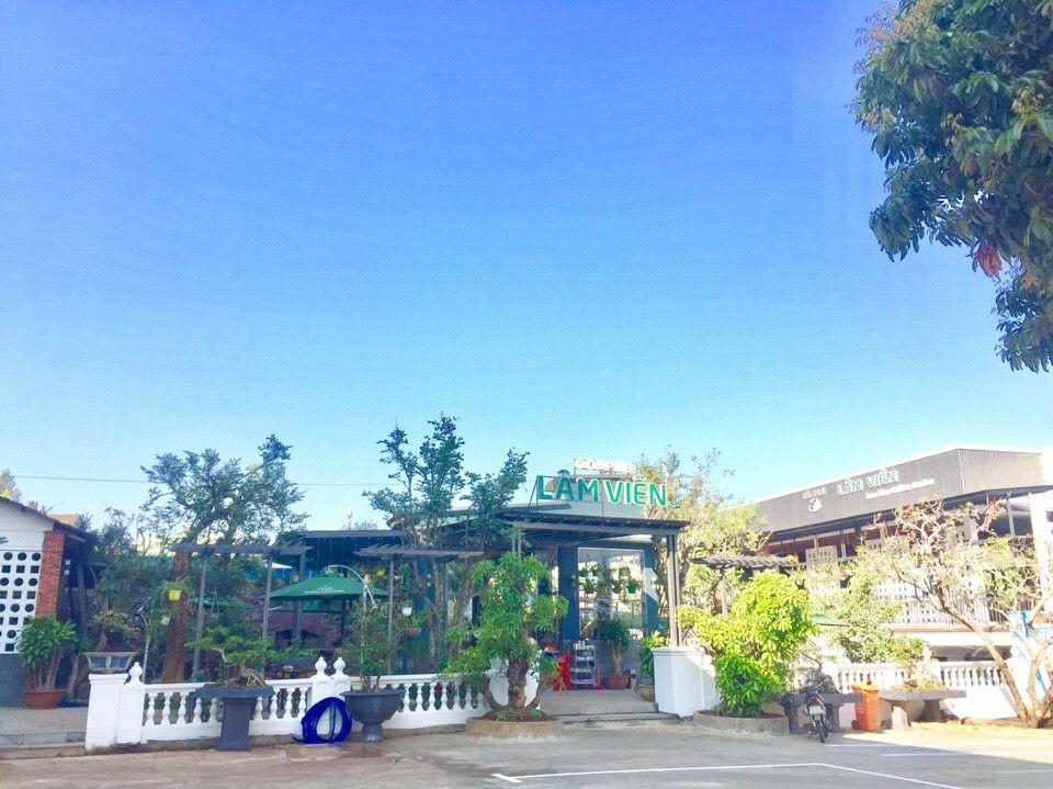 không gian bên ngoài quán cafe giả mây lâm viên Gia Lai