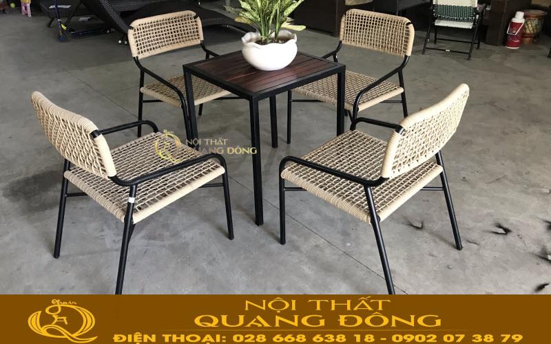 Mẫu bàn ghế mây nhựa ngoài trời thiết kế đơn giản mà sang trọng