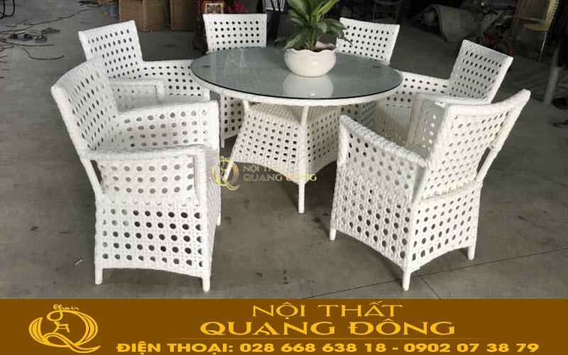 Bàn ghế mây nhựa lựa chọn bàn tròn lớn và nhiều ghế tiện nghi