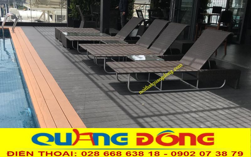 không gian bể bơi nổi bậc với những chiếc ghế nằm hồ bơi giả mây QD-1252