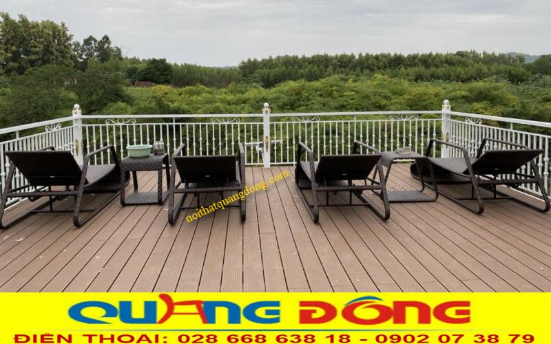 Mẫu ghế nằm hồ bơi QD-591 sử dụng thư giãn tại không gian sân vườn thoáng đãng