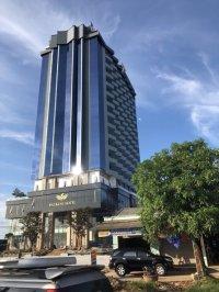 Say sưa trước vẻ đẹp của bàn ghế giả mây tại khách sạn Đại Bàng, Hà Tĩnh.